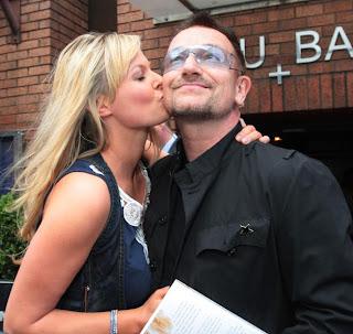 Bono y Amanda