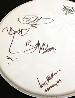tambor firmado Grammy