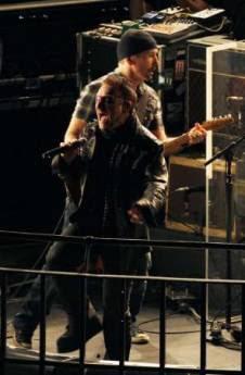 U2 toca en la azotea de la BBC en Londres 1