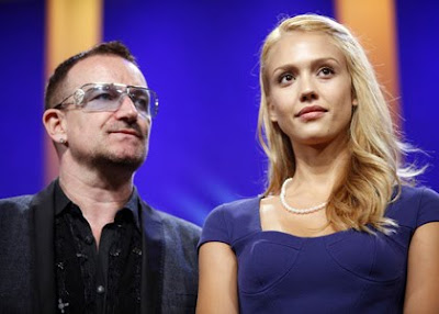 Bono y Jessica Alba en la Clinton Global Initiative 2009