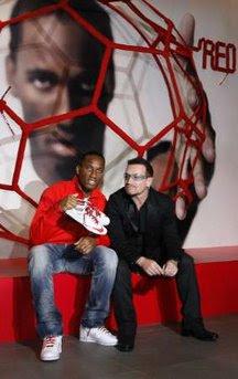 Bono y Didier Drogba para RED