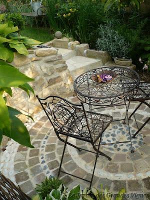 Le jardin des grandes vignes la courette - Le jardin des grandes vignes ...