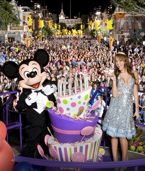 DisneyLand Tickets : Costco Travel Offers Discount Packages