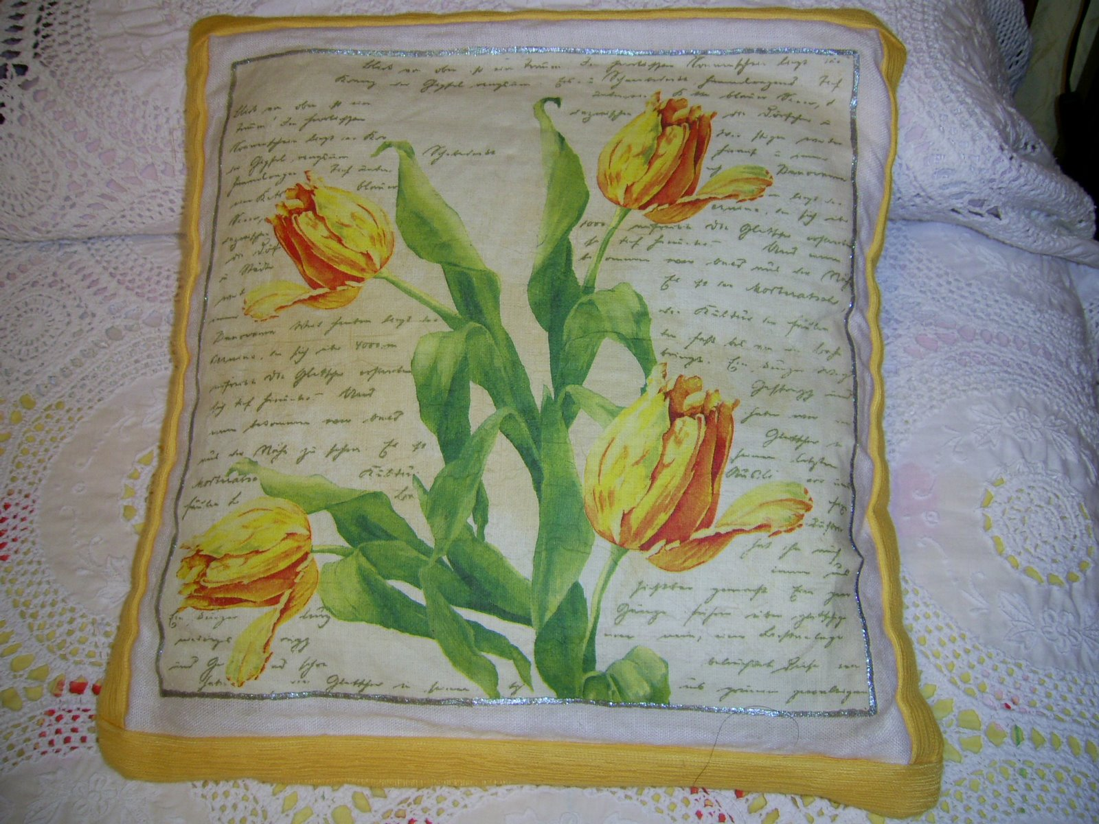[cojin+flores+amarillo.JPG]