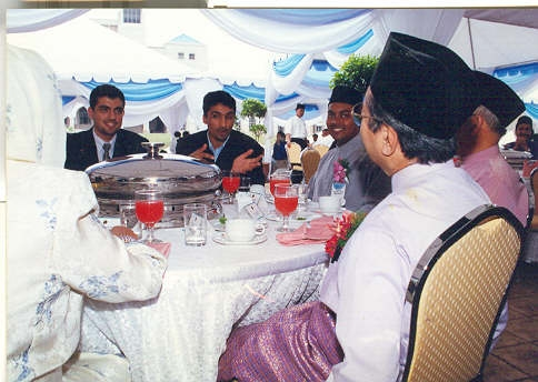 NABI HABIBI, TASRI SANUSI IN A PRIVATE LUNCH WITH PRIMNISTER DR. MAHATHIR 2001