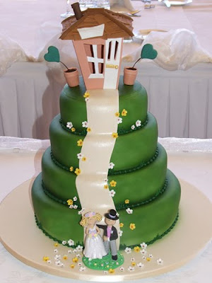 Random Wedding Cake of the Day: House on a Hill