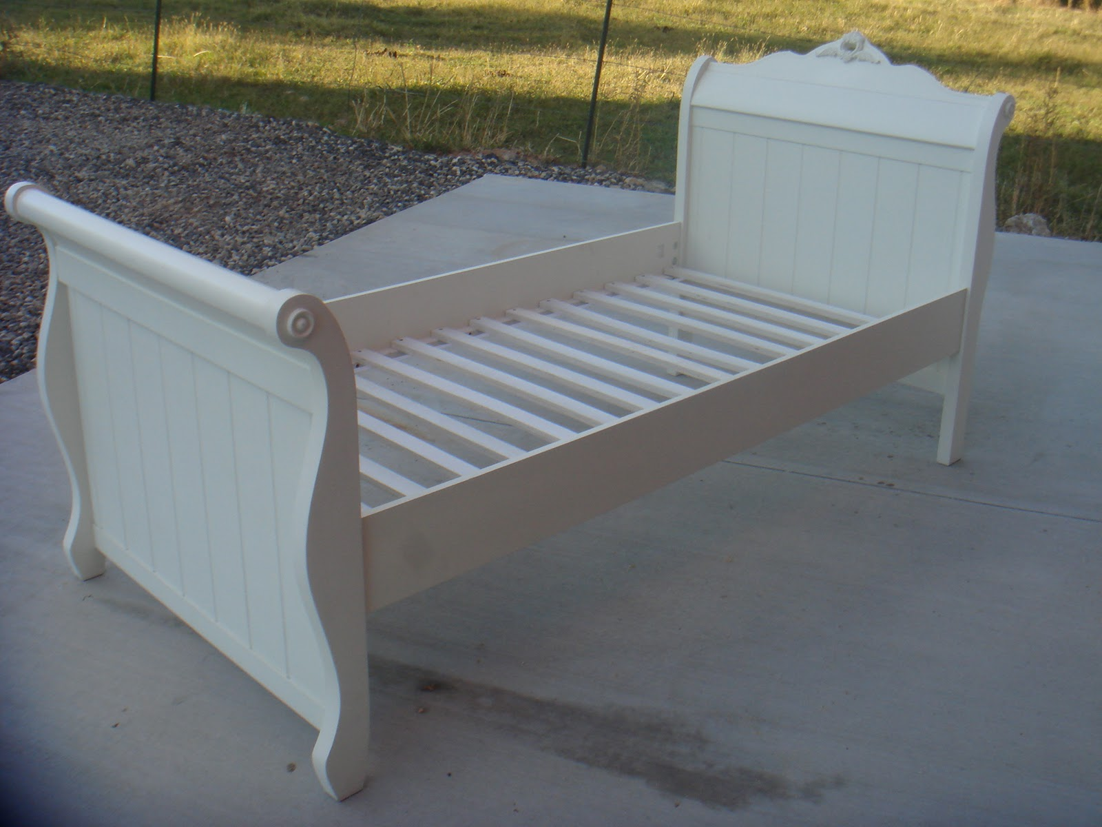 - Copperstar Furniture: White Twin Sleigh Bed
