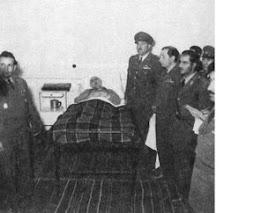 آموزگارمان در خانه تبعيديش احمد آباد  حتي در بستر بيماري ساواك وارتش حضور دارد