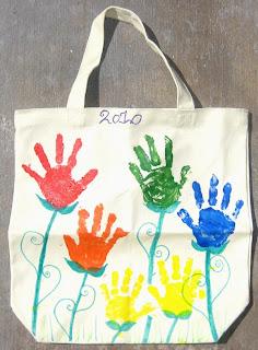 ajándék ötlet anyák napjára kézlenyomatokból