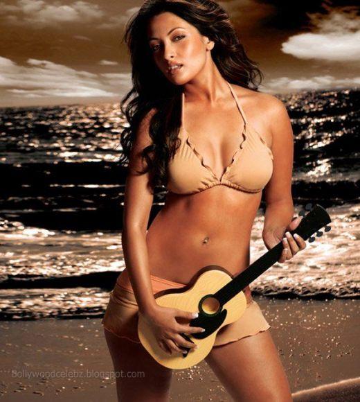 Kareena kapoor sexy bikini pics