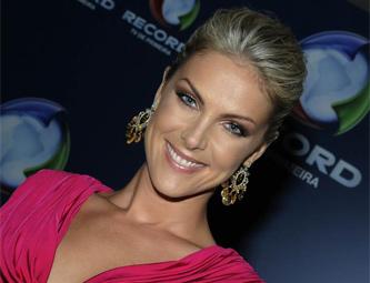 Ana Hickmann revela ter passado por duas cirurgias plásticas 3117b57c90