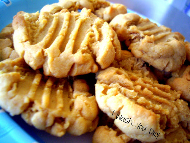 A plate of cookies.