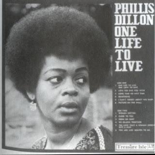 Front dans Phyllis Dillon