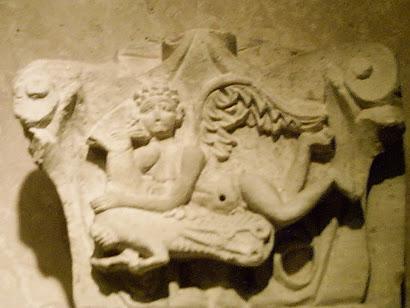Capitel con ángel