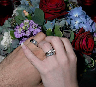 عايز أتجوز / بقلم : عاشق فن إرتواء العقل wedding-hands.jpg