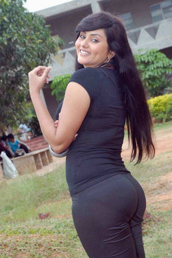 Anushka sharma full black bikini hot in ladies vs ricky bahl youtube - 5 3