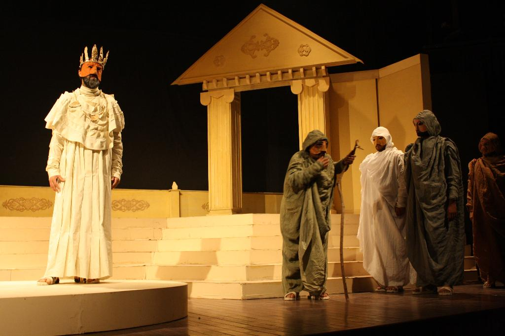 the inescapable fate in oedipus the king a play by sophocles Play summary oedipus the king to him his own inescapable fate — the story of the oedipus trilogy is, then, sophocles grants his.