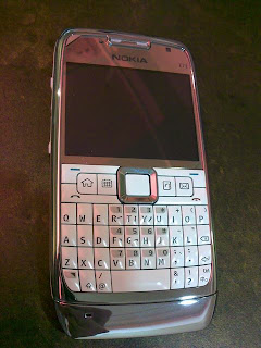 Cell Addict Blog: White Nokia E71 Now Available in Singapore