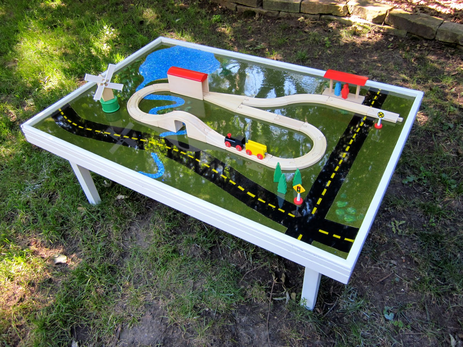 Id Mommy Id Mommy Projects Make Your Own Train Table