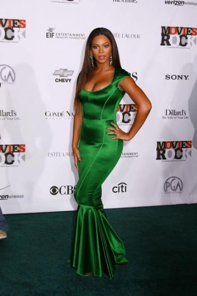 OSCARS 2012 : Palmarès Beyonce%2Bgreen%2Bdress