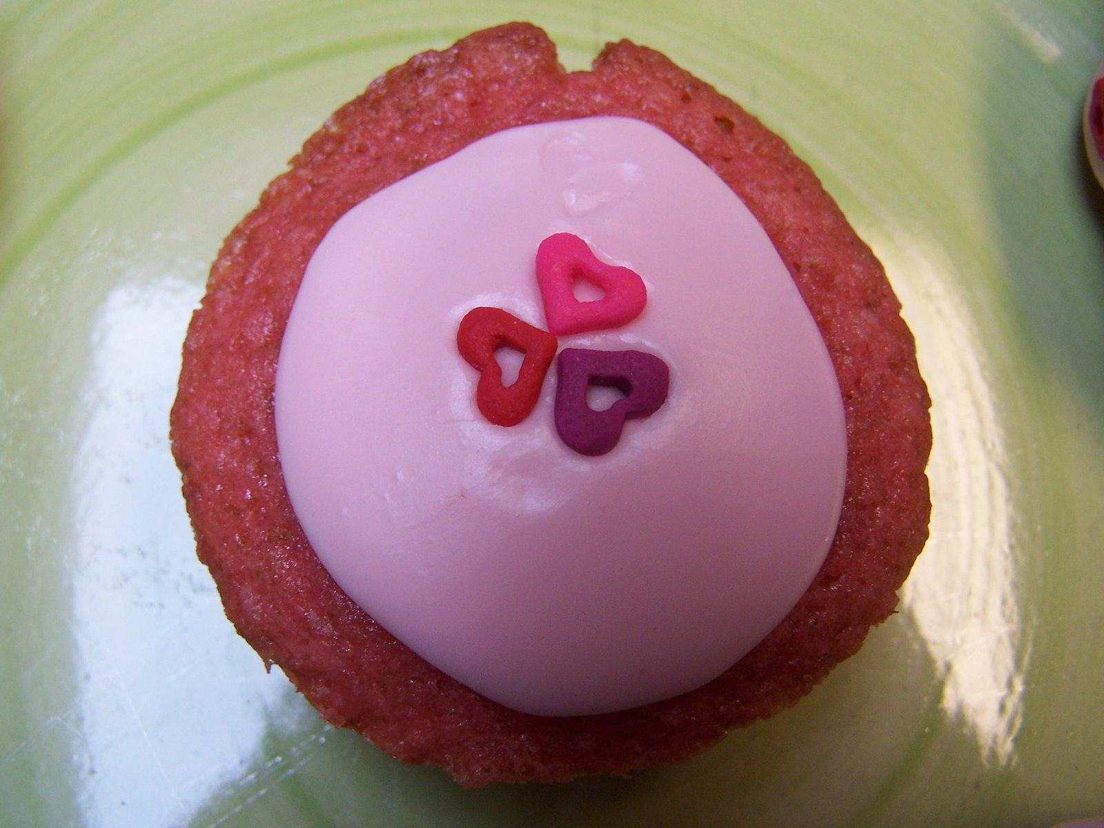 [strawberry+cupcakes+2+001.JPG]