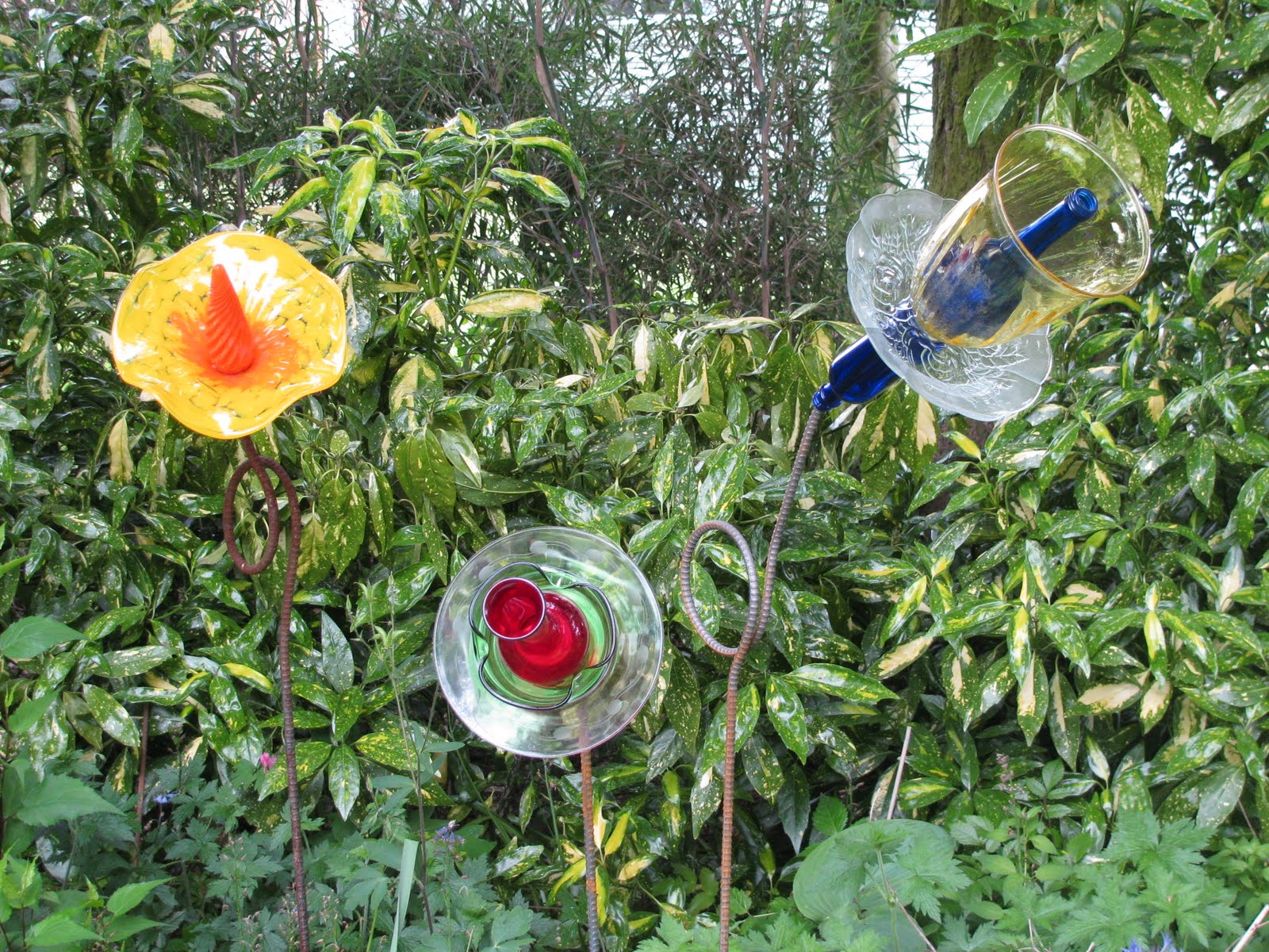 Letters Garden: Linda Letters:: Yard Art: Glass In The Garden