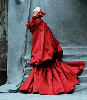 daphne guinness in alexander mcqueen scarlet red jacket