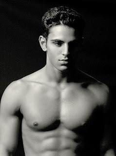 Shirtless Bollywood Men: Rishi Idnani semi nude