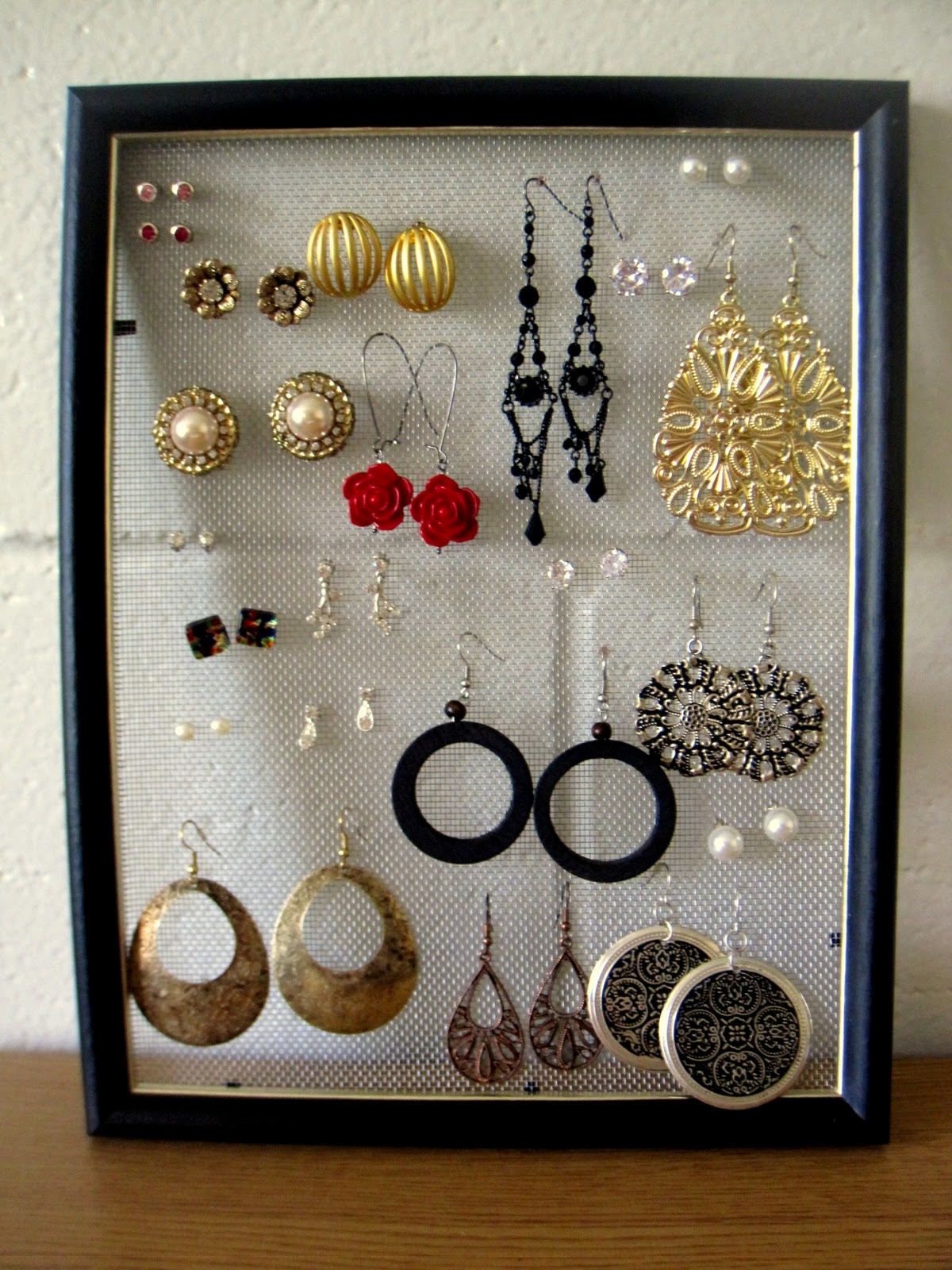 Earring Holder: DIY Earring Holder.