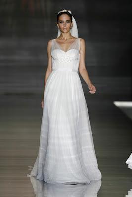 c92d9270d La colección de vestidos de novia 2010 de Pronovias nuevamente volvió a  brillar y resaltar en la Pasarela Gaudí Novias 2009