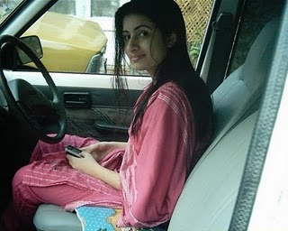 Karachi teen in car dating3gp - 1 10