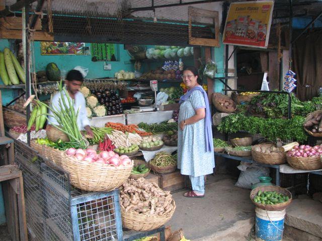 [mom+and+veggie+seller.jpg]