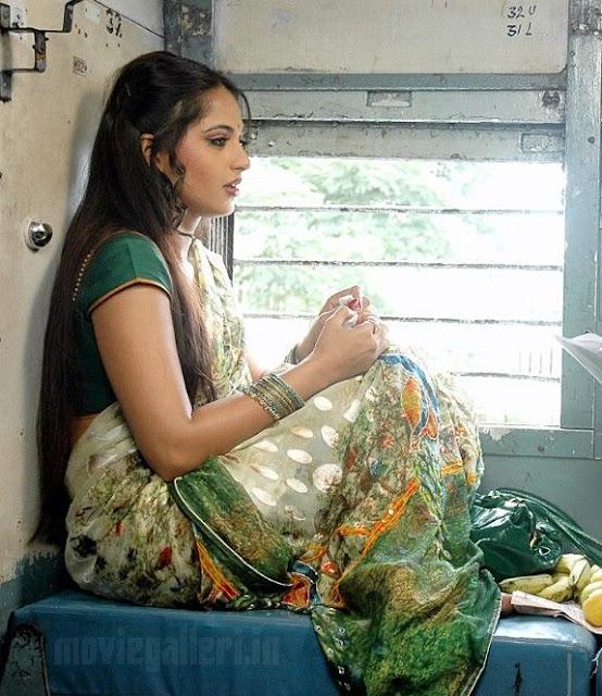 Anushka Shetty As Prositute In Vedam Telugu Movie-9637