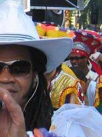Carlinhos Brown, con el Carnaval al fondo
