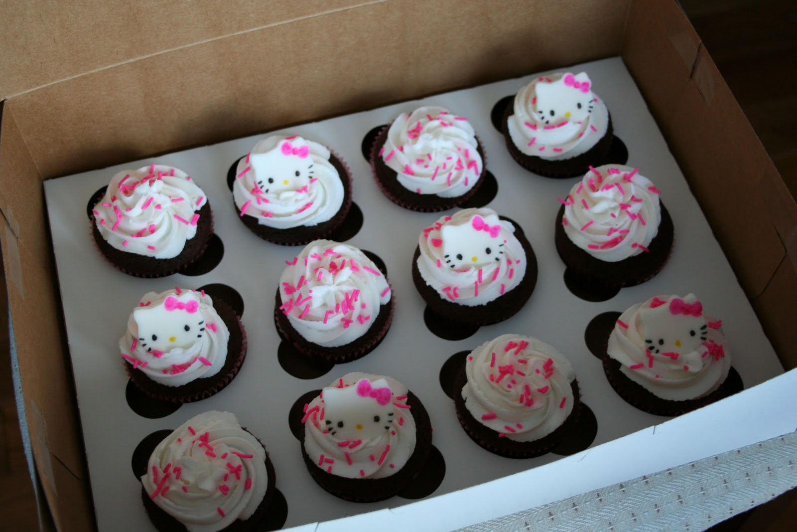 Naked Cupcakes Hello Kitty Cupcakes