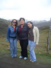 En el Pico El Águila con mi mamá y mi hermana