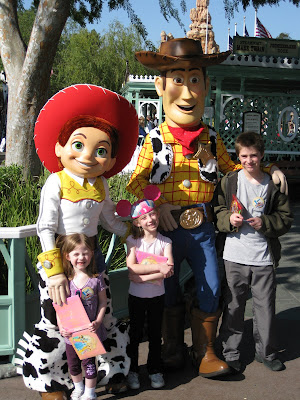 Disneyland - Woody and Jessie with the kids