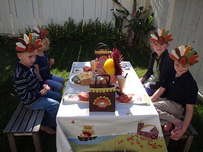 http://pretendpartyandplay.blogspot.com/2010/11/charlie-brown-thanksgiving.html?showComment=1383583298182#c5237475450187784901