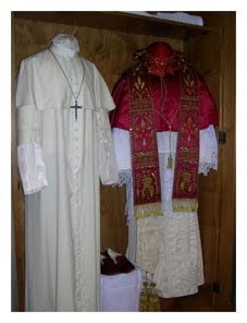 MiL - Messainlatino.it  I complessi arcani dell abbigliamento del Papa 27a9d3042c77
