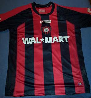6809f6131aa Gracias a la gente de prensa de la AACCF tenemos más novedades fresquitas.  Se trata de las nuevas camisetas de San Lorenzo para la temporada 2008, ...