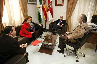 El alcalde recibe al Santo Sepulcro