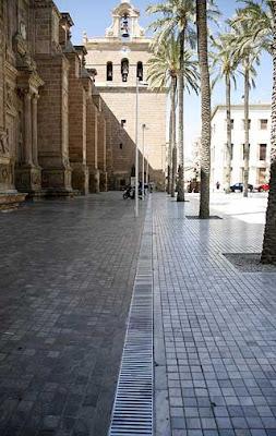 Sustituido el mármol de los imbornales de la plaza de la Catedral por acero