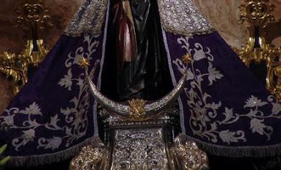 Las Esclavas del Santísimo restauran el manto morado de la Virgen del Mar