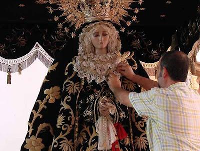 La Virgen del Consuelo ya está en su paso procesional
