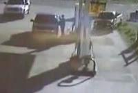ありえないスピードでガソリンスタンドに突っ込んできた車