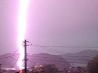 距離200m 落雷の衝撃的瞬間