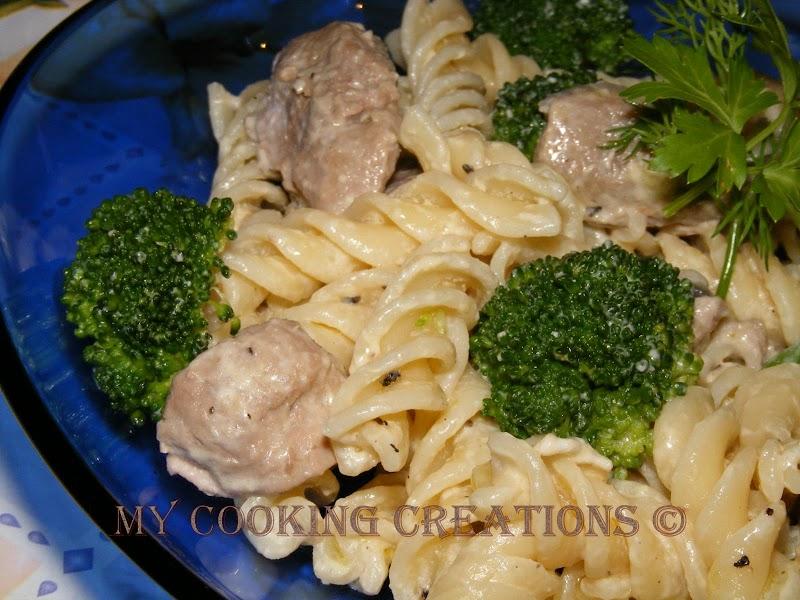 Фусили с месо и броколи