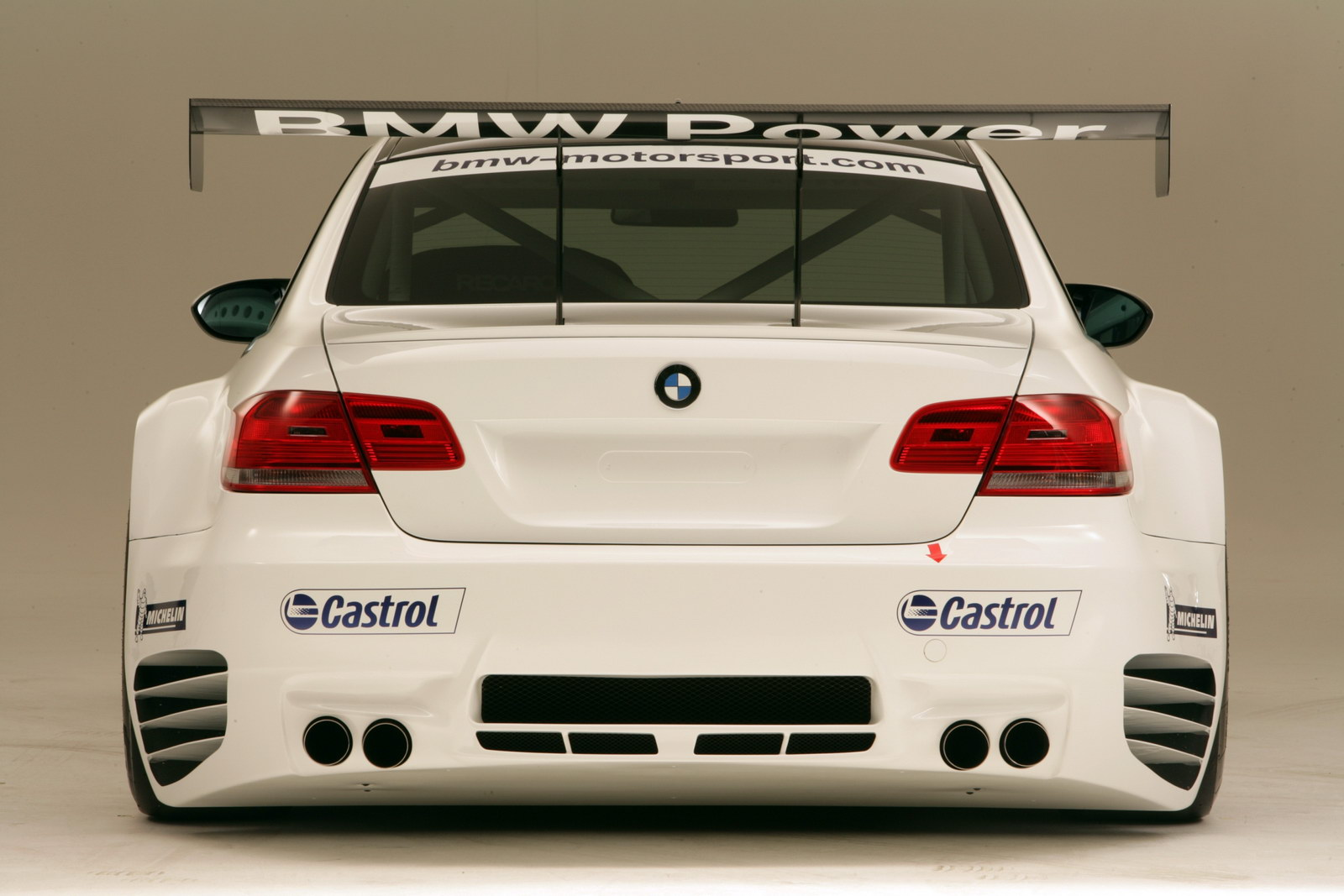https://1.bp.blogspot.com/_U1Fc-cxHauU/TAak_76tJ-I/AAAAAAAAAhg/o5GfXU9CFQc/s1600/bmw-m3-race-version-hr-02.jpg