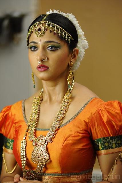 South Beautiful Girl Wallpaper Hot South Actress Gallery Anushka Hot In Nagavalli Movie