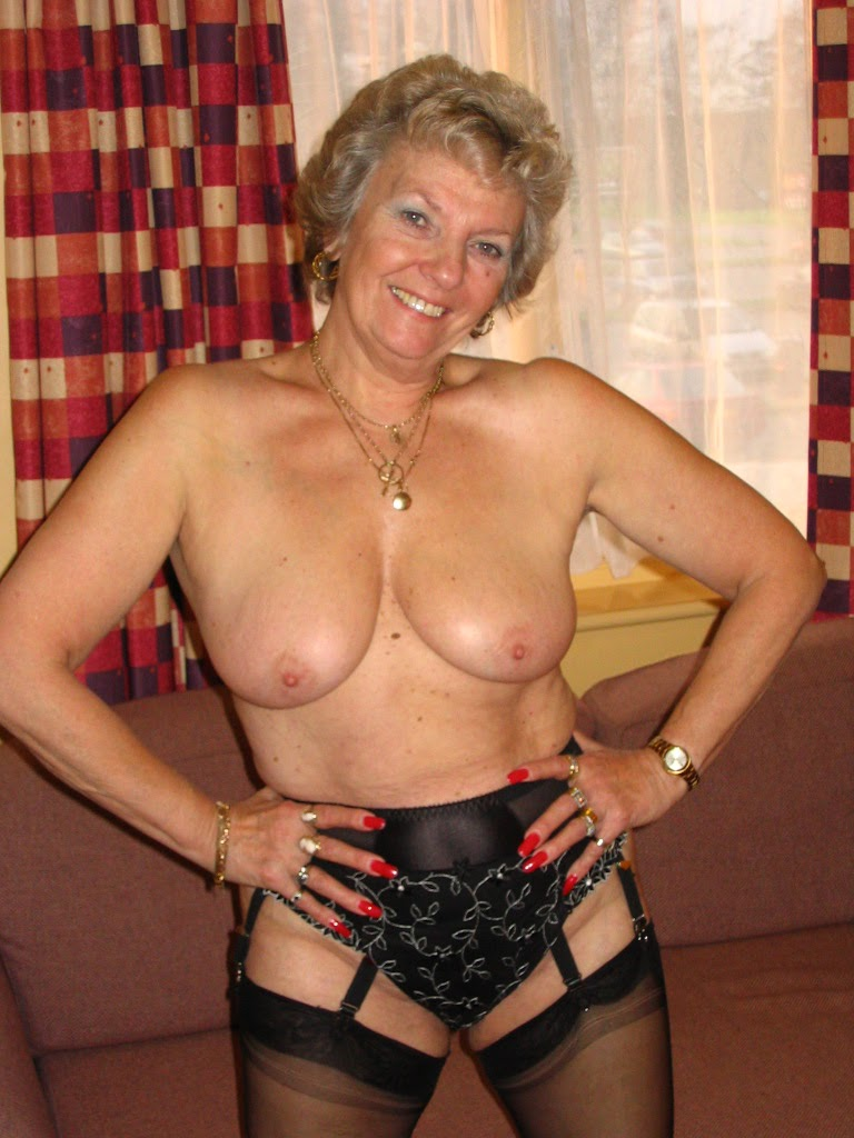 Granny Amateur Grannies Showing Off